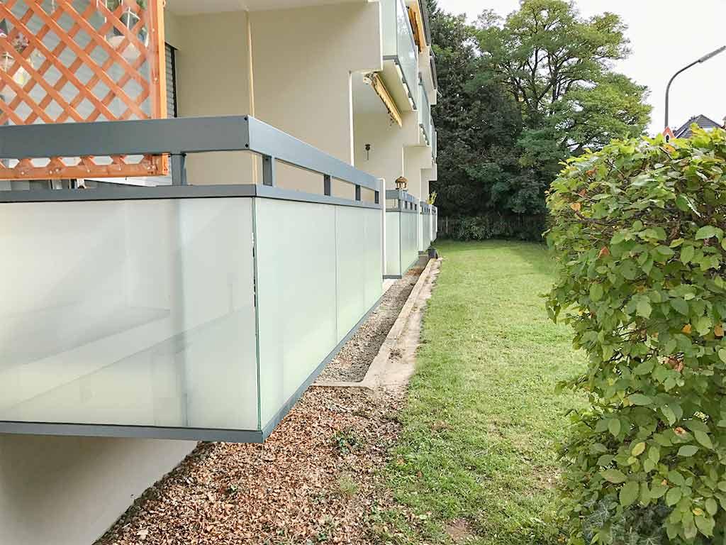 Schröfl GmbH - Schlosserei - Stahlbau Leistung: Balkon