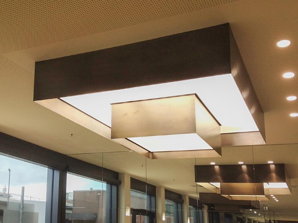 Deckenbeleuchtung aus Bronzebleche