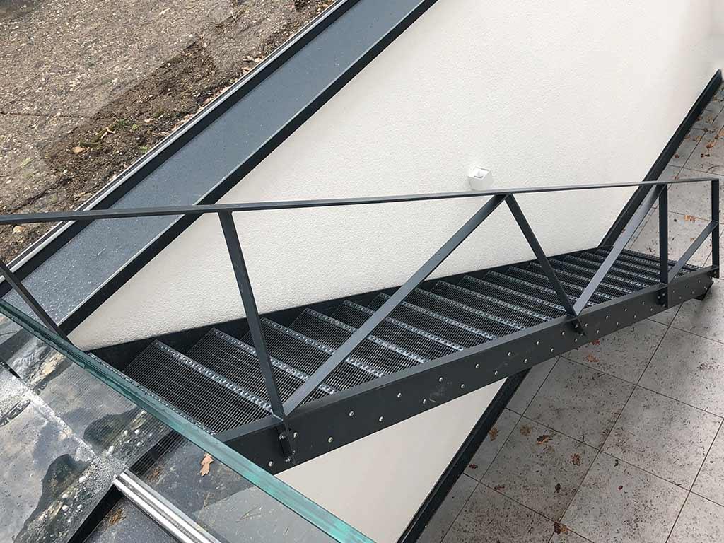 Schröfl GmbH - Schlosserei - Stahlbau: Leistungen und Referenzen: Treppen