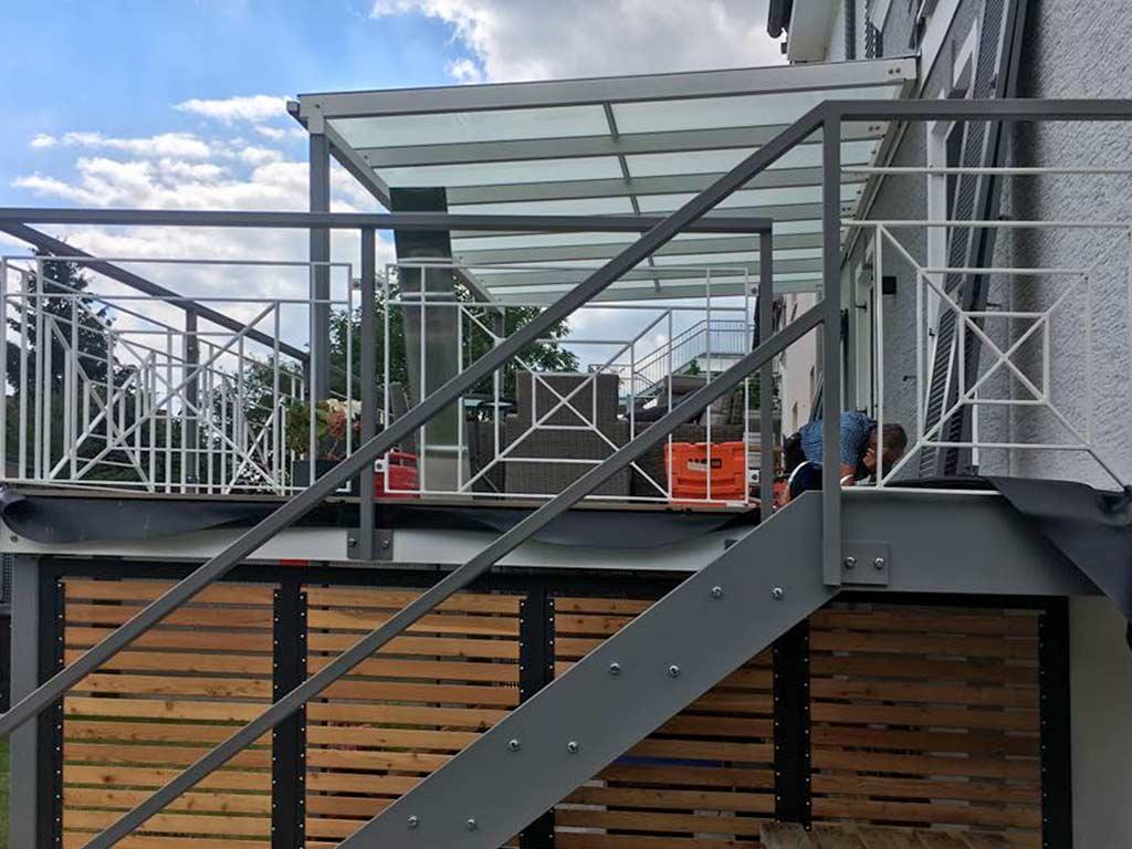 Schröfl GmbH - Schlosserei - Stahlbau: Leistungen und Referenzen: Vordächer