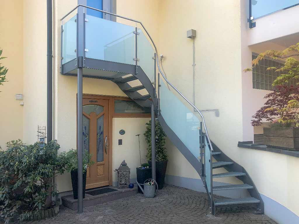 Schröfl GmbH - Schlosserei - Stahlbau: Treppenanlagen