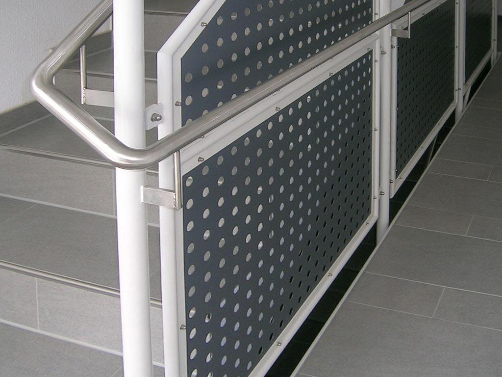 Schröfl GmbH - Schlosserei - Stahlbau Leistung: Treppe Geländer Handlauf